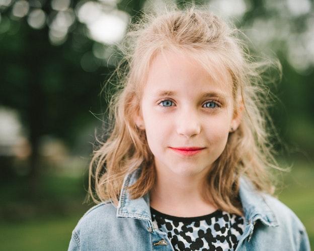 meisje gezicht 8-10 jaar photo-1497881807663-38b9a95b7192