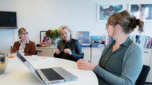 professionals in gesprek over problemen in de jeugdzorg