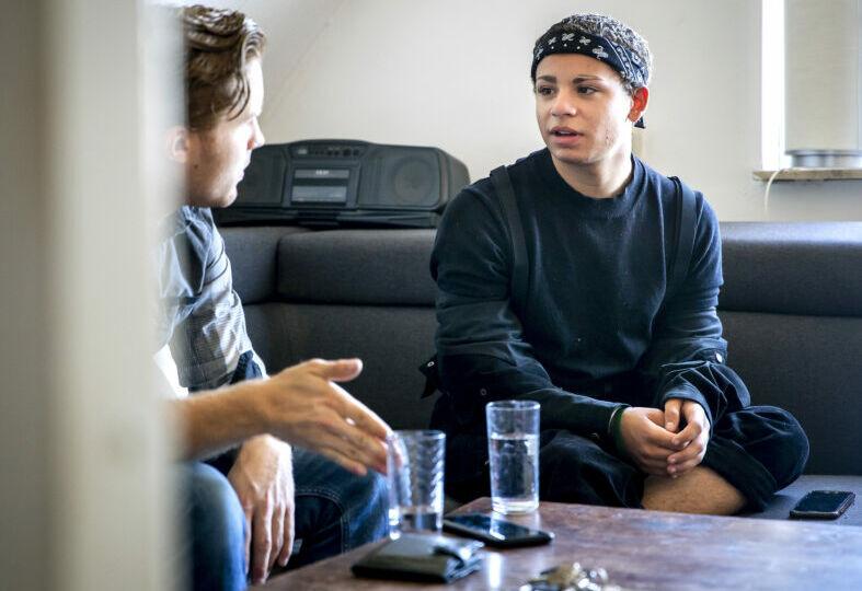 jongere in gesprek met een jim